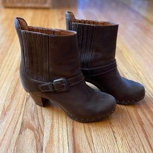 Dansko Brown short boots- beautiful!